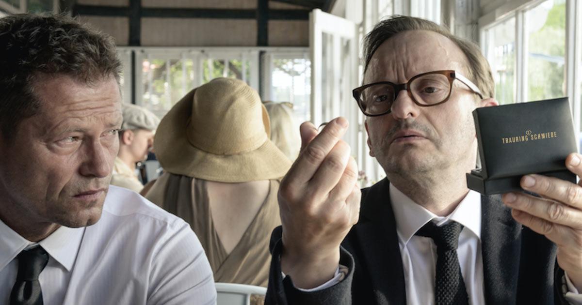 """Viel muss passieren, bis Til Schweiger in seinem Kinofilm """"Die Hochzeit"""" endlich heiratet – mit Trauringen der Trauringschmiede."""