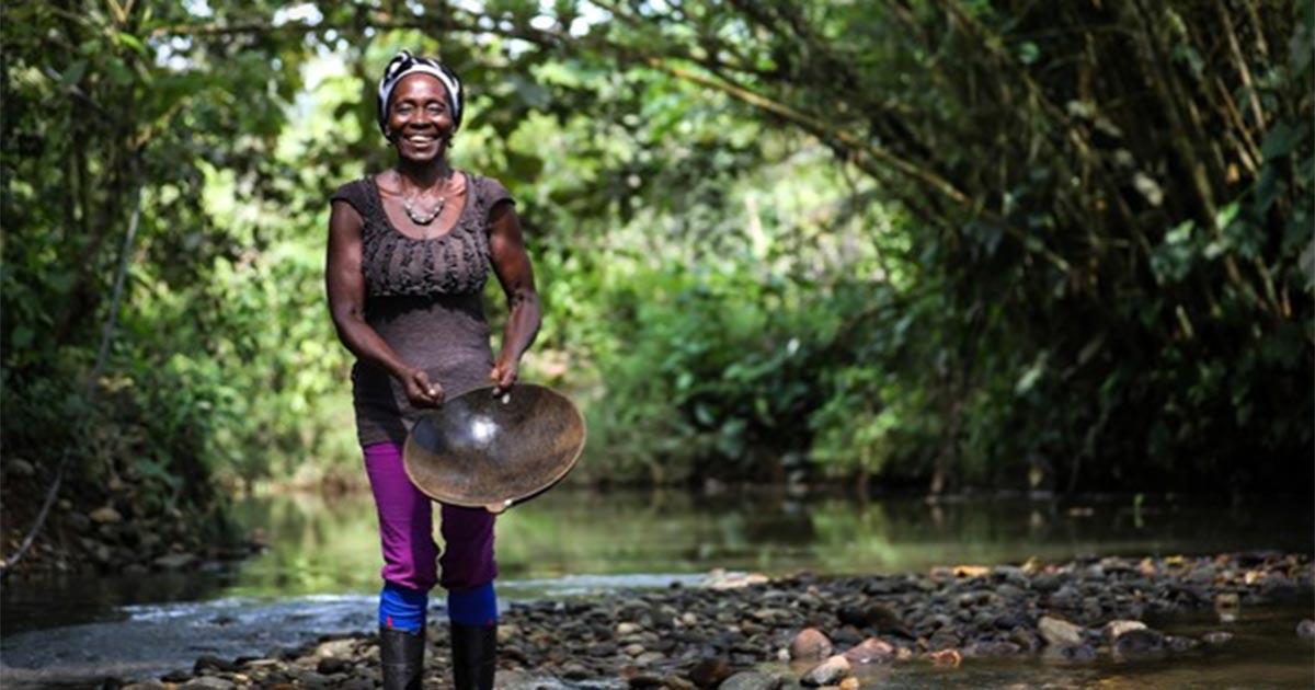 Barequeros sind handwerkliche Goldschürfer, die traditionelle Methoden verwenden. ©César Nigrinis