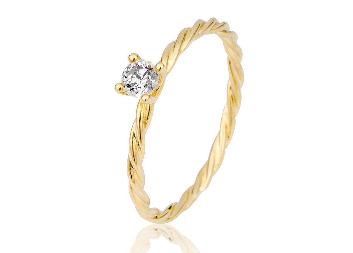 Der neue Kordelring mit einem Brillanten eignet sich als Verlobungs-, Vorsteck- oder eleganter Schmuckring.