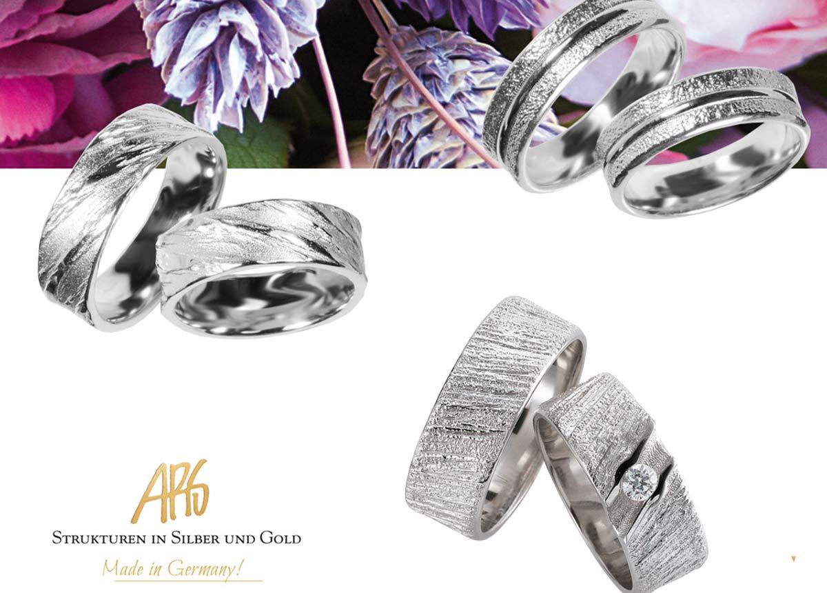 Strukturen in Silber.