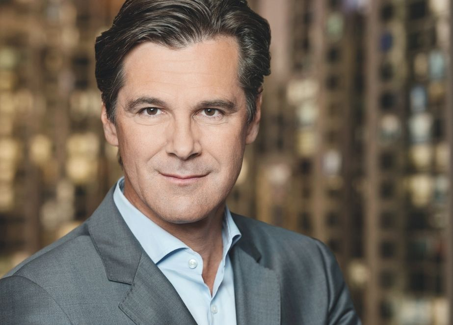 Bernd Stadlwieser ist als Board Member bei Glambou mit dabei. Ein Unternehmen, das einen Multi-Marken Online-Marktplatz für Modeschmuck sowie mehrere Einzelhandelsgeschäfte betreibt.