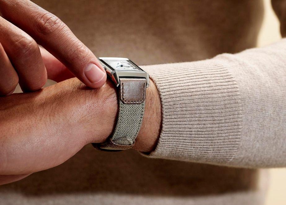 Die Sommer-Armbänder sind ab Juni 2021 erhältlich.